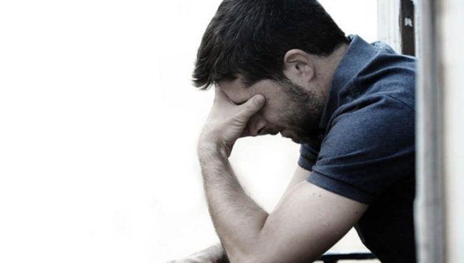¿Cuáles son los factores de riesgo asociados a la depresión y como se la trata?