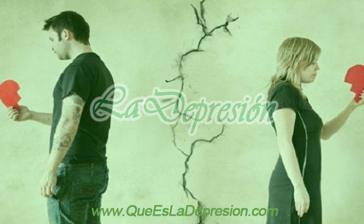 Hombre y mujer tras una ruptura sentimental o amorosa