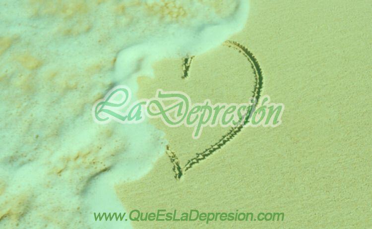 Imagen de corazón roto en la arena