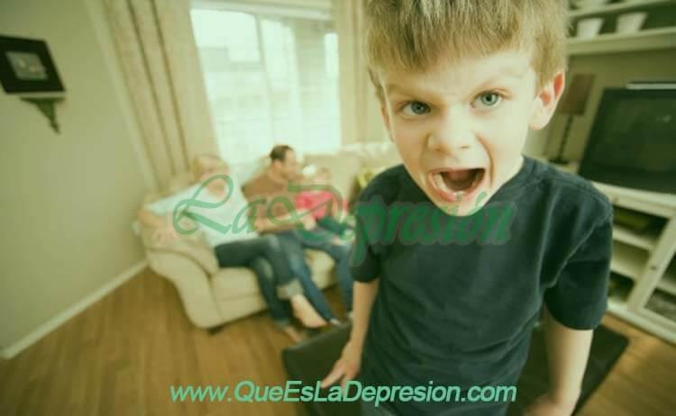 ¿Por qué puede necesitar ir a terapia un niño o un adolescente?