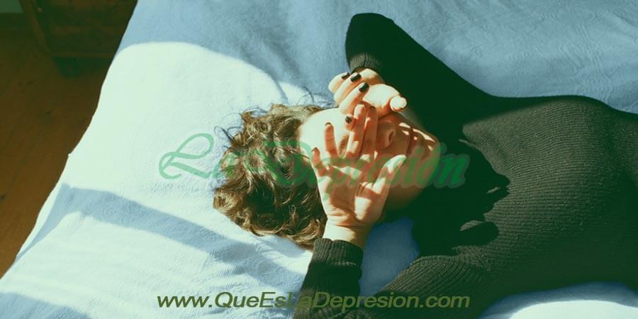 Mujer con efectos secundarios de CBD