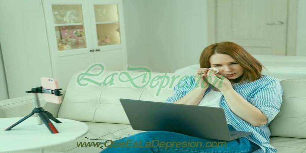 Mujer en terapia psicológica online